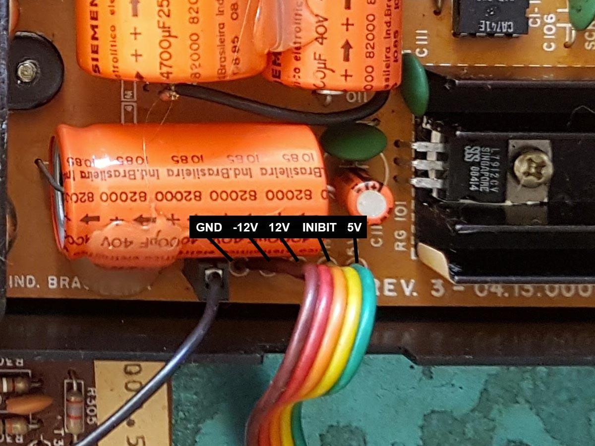 hotbit-conector-fonte Instalando uma Fonte Externa no MSX Hotbit da Sharp